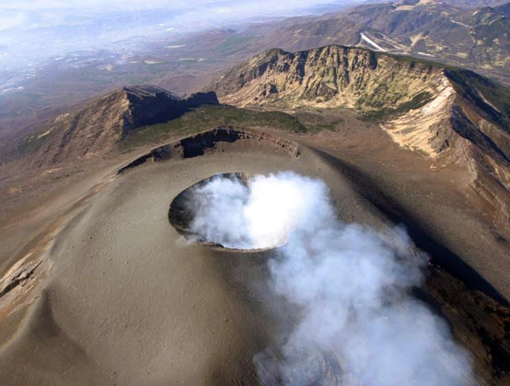2004年 浅間山火口