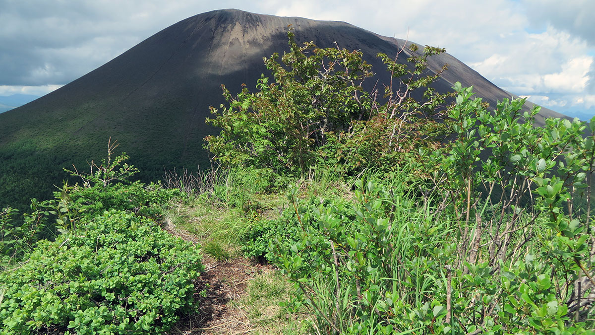 剣ヶ峰山頂と浅間山